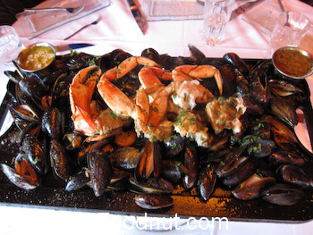 Boboquivaris San Francisco Mussel Crab Shrimp Platter