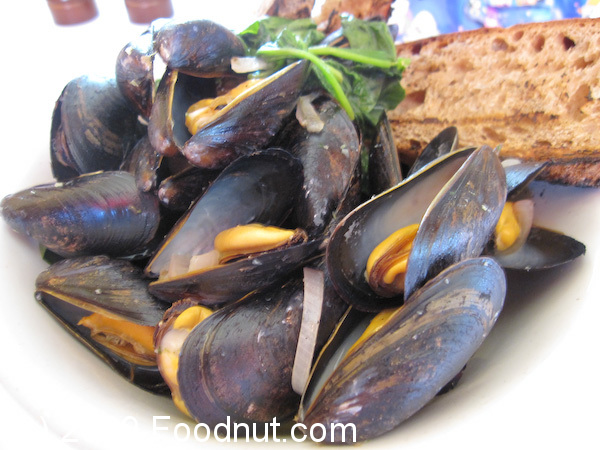 Left Bank San Mateo MOULES FLORENTINE Steamed Mussels