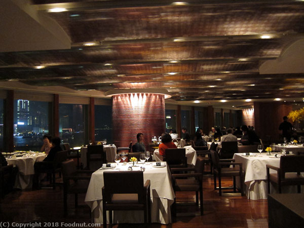 Lung King Heen Hong Kong dinner interior decor